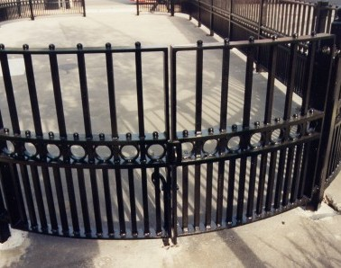 Bespoke Gate with Railings GT005
