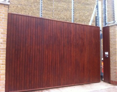 Timber Clad Tracked Gate GT016